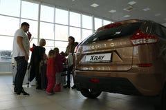 Neuer russischer Auto Lada-RÖNTGENSTRAHL, der am 14. Februar 2016 im Ausstellungsraum Severavto gesandt wurde Lizenzfreies Stockfoto