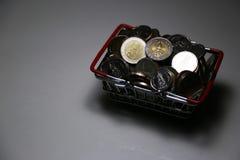Neuer Sammlung Thailand-Baht prägt Stapelgeld im Korb lizenzfreies stockfoto