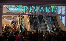 """Neuer Shop """"Primark"""" bei Gran über Straße in Madrid, nachts Stockbild"""