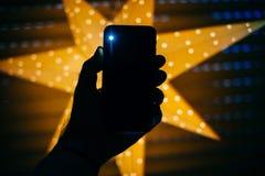Neuer Smartphone mit Stern im perfekten GIF des Hintergrundes Weihnachts Stockfotos