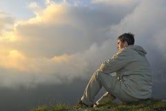Neuer Sonnenaufgang am Berg Stockfotografie