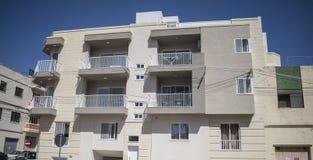 Neuer typischer Block Maltas von Wohnungen Lizenzfreie Stockbilder