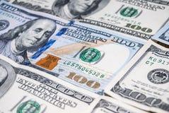 Neuer und alter Dollar mit 100 Amerikanern Lizenzfreies Stockfoto