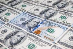 Neuer und alter Dollar mit 100 Amerikanern Stockfotos