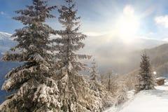 Neuer Winter in den Bergen Lizenzfreies Stockfoto