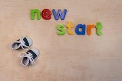 Neues Anfangskonzept mit neuen Schuhen stockfoto