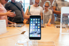 Neues Apple-iPhone 6 und iPhone 6 Plus Stockfotografie