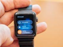 Neues Apple passen die Hexe-weg der Reihe 3 auf, Notfall nennend, medizinisches i Lizenzfreie Stockfotografie