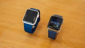 Neues Apple passen keramische Uhr der Reihe 3 Goldauf Lizenzfreies Stockfoto