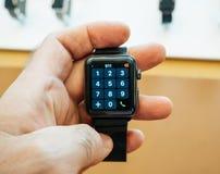 Neues Apple passen Skalazahlapfeluhr-Telefonnummercer der Reihe 3 auf Stockfoto