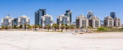 Neues aufgebautes Stadtgebiet auf dem Strand von Panorama Aschdods Israel Lizenzfreie Stockfotos