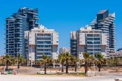 Neues aufgebautes Stadtgebiet auf dem Strand von Panorama Aschdods Israel lizenzfreies stockbild