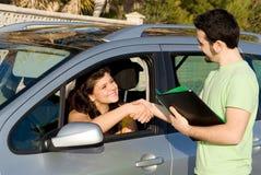Neues Auto oder Führen der antreibenden Prüfung Stockbilder