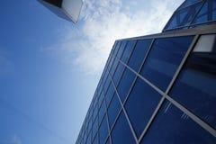 Neues Bürohaus im Geschäftszentrum Stockbild