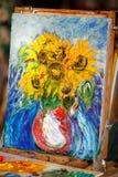 Neues Bild, Ölgemälde auf Segeltuch im Studio Sonnenblumen lizenzfreies stockbild