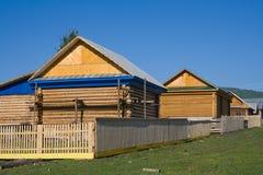 Neues Blockhaus im Dorf Lizenzfreie Stockbilder