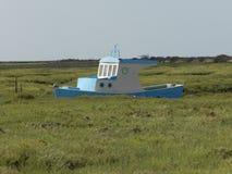 Neues Boot verankert an der Tülle lizenzfreie stockfotografie