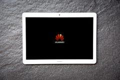 Neues Computer Tablethuawei-mediapad T3 weiße Farbe von 10 Zoll mit Bildschirmfront HUAWEI-Logo lizenzfreie stockfotos