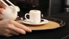 Neues Getränk des gemahlenen Kaffees stock footage