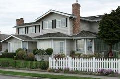 Neues Haus auf dem Block Lizenzfreie Stockfotografie