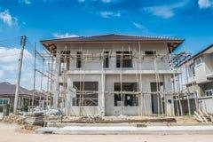Neues Haus des Baus laufend an der Baustelle Stockbild