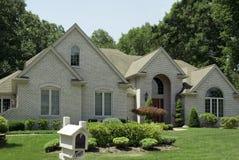 Neues Haus für Verkauf Stockbild