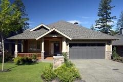 Neues Haus für Verkauf lizenzfreies stockbild