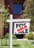 Neues Haus oder Büro verkauften Zeichen Stockfotografie