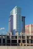 Neues hohes Gebäude und Bau des monolithischen Rahmens Stockfoto
