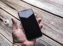 Neues iPhone X 10 auf einem hölzernen Hintergrund, Atelieraufnahme Stockfoto
