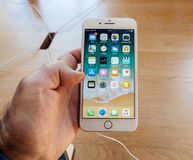 Neues iPhone 8 und iPhone 8 Plus in Apple Store mit Stockfoto