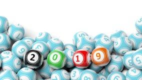 Neues Jahr 2019 auf Bingobällen Bingolotteriebälle häufen auf weißem Hintergrund, kopieren Raum Abbildung 3D Stockbild