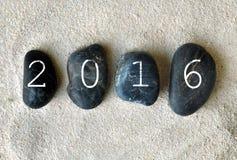 Neues Jahr 2016 auf Kieseln Lizenzfreies Stockbild