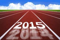 Neues Jahr 2015 auf Laufbahnkonzept mit blauem Himmel Stockfotos
