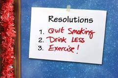 Neues Jahr Beschlüsse-handgeschriebene Anmerkung für ein gesundes Leben mit Getränk, weniger zu rauchen und Übung zu tun beendigt Stockbilder