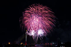 neues Jahr der Feuerwerke feiern - schönen bunten Feuerwerksisolator Lizenzfreie Stockbilder