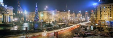 Neues Jahr in der Hauptstadt von Ukraine - nebeln Sie ein, regnen Sie Stockbilder