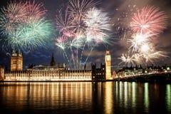 Neues Jahr in der Stadt - Big Ben mit Feuerwerken Stockfotos