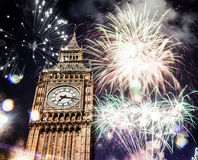 Neues Jahr in der Stadt - Big Ben mit Feuerwerken Lizenzfreie Stockbilder