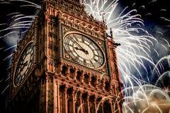 Neues Jahr in der Stadt - Big Ben mit Feuerwerken Stockbilder