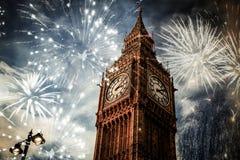 Neues Jahr in der Stadt - Big Ben mit Feuerwerken Stockfoto