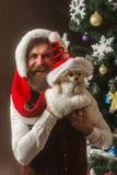 Neues Jahr des Hundes, Kerlgriffwelpe stockbilder