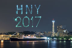 2017 neues Jahr-Feuerwerke über Jachthafen bellen in Yokohama-Stadt, Japan Stockfotos