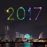 2017 neues Jahr-Feuerwerke über Jachthafen bellen in Yokohama-Stadt, Japan Stockfotografie