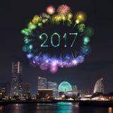 2017 neues Jahr-Feuerwerke über Jachthafen bellen in Yokohama-Stadt, Japan Stockbilder