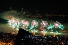 Neues Jahr-Feuerwerke in Copacabana Stockbild