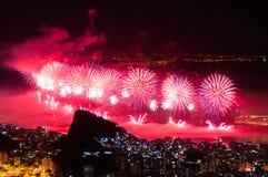 Neues Jahr-Feuerwerke in Copacabana Stockfotos