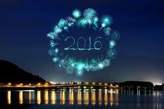 2016 neues Jahr-Feuerwerke, die über See Kawaguchiko feiern Lizenzfreies Stockfoto
