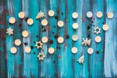 2017 neues Jahr, gemacht von brennenden Kerzen, Plätzchen Lizenzfreie Stockfotos