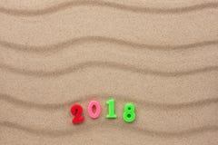 Neues Jahr 2018 geschrieben in den Sand Lizenzfreies Stockfoto